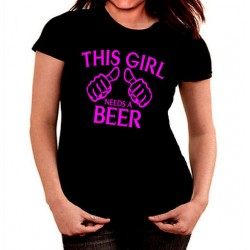 Camiseta This girl needs a beer mujer